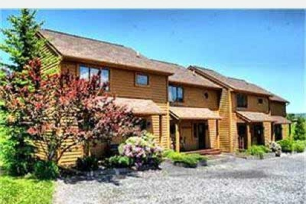 [Image: Deerfield 134: 3 BR / 2.5 BA Three Bedroom Condo in Canaan Valley, Sleeps 8]