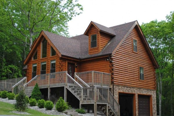 [Image: Luxury Log Home at Glade Springs, Close to Beckley]