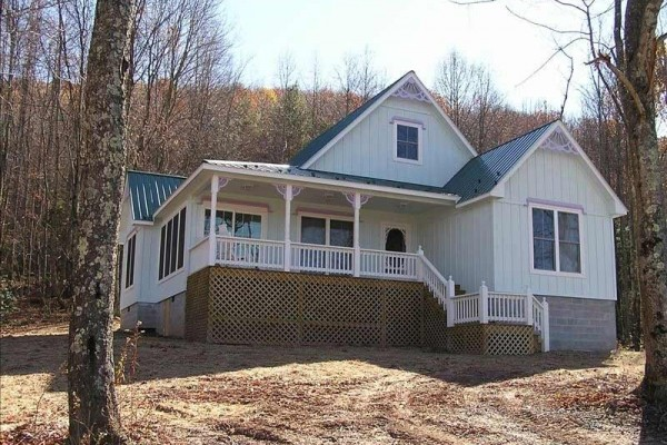 [Image: Newest Cottage in Scenic Mountain Forest Near New River Gorge]
