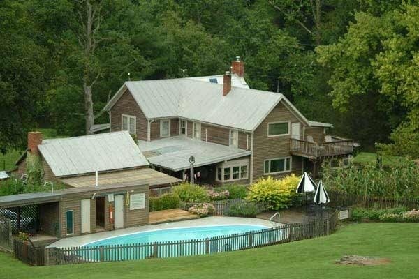 [Image: Woodside Cottage at Creekside Resort]