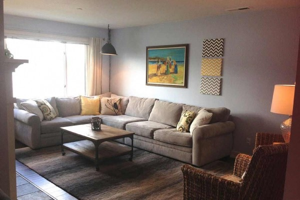 [Image: 2BR/2BA Waterfront Condo-Beautifully Remodeled and Decorated]