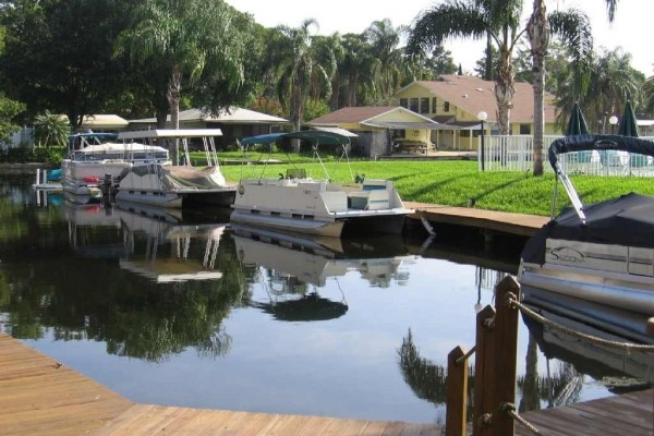 [Image: Beautiful 1 or 2 Bedroom Lake Tarpon Waterfront Condo W/Pontoon Boat]