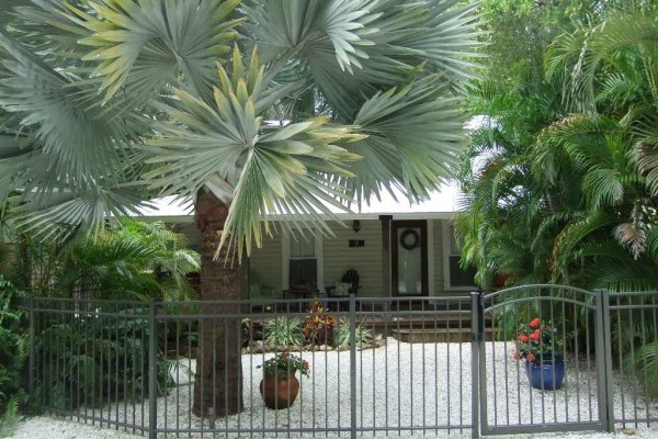 [Image: Beautiful Ozona Cottage]