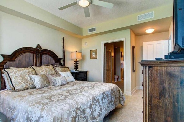 [Image: Fabulous Platinum Updated Low Floor 3BR with 3 King Beds! Awesome Fall Rates!]