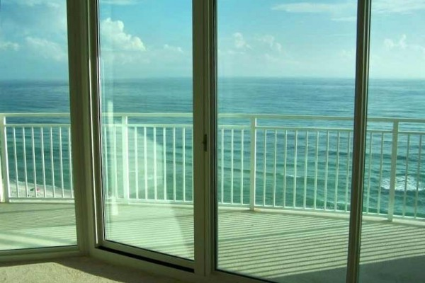 [Image: 3 Bed/3 Bath, 8th Floor, Free Beach Service, Beautiful Unit!]
