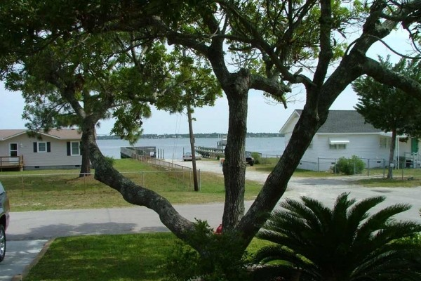 [Image: Sound View Nice Home with Public Pier and Boat Ramp 100 Yards Away]