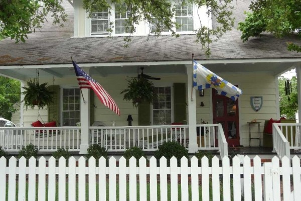 [Image: Charming 1772 Cottage in the Historic District of Beaufort, Nc]