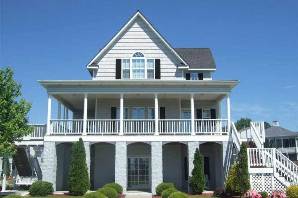 [Image: Beautiful Beach House Minutes from Beaufort/Morehead City]