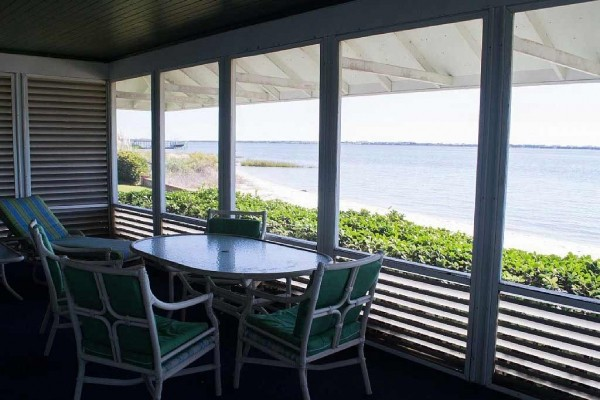 [Image: Sound Front House in Morehead City with a Great Sandy Beach!]
