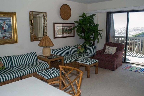 [Image: 4BR Oceanfront Condo with Private Beach Access and Swimming Pools!]