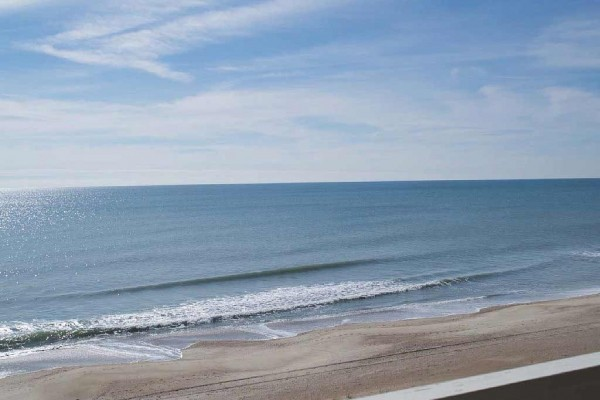 [Image: Great Oceanfront Condo! 2 BR with Wifi and Pools!]