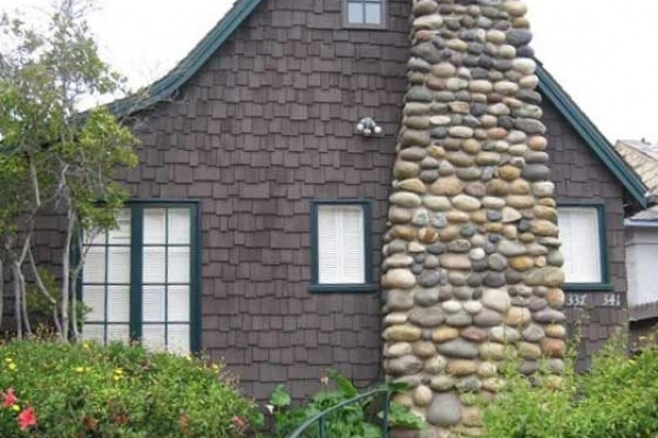 [Image: Best Deal in La Jolla! Adorable Cottage 1/2 Block from Beach.]
