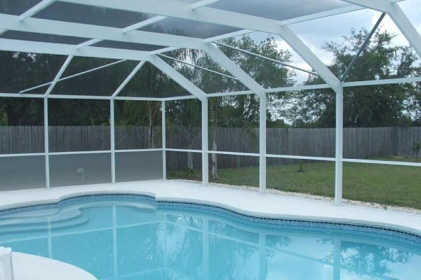 [Image: Large Screened Pool & Yard in Riverview Fl]