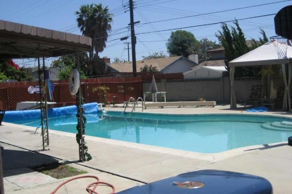[Image: 2 Blks to Disneyland & Conv.Center. Pool & Spa Awesome Home!]