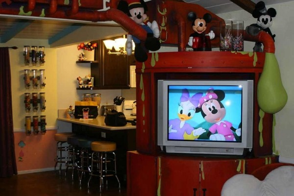 [Image: Disney Theme Home-This is Where the Kids Want to Stay!! 2 Blks to Disneyland]