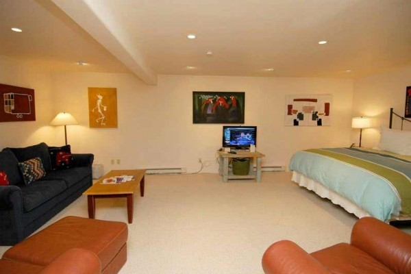 [Image: Luxurious 4 Bedroom, 4.5 Bath Deluxe Townhome, Includes Aspen Club Passes. Bswanb]