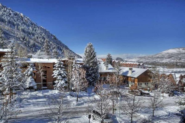 [Image: Goregous Three Level 4 Bedroom Townhome. Walking Distance to Downtown Aspen. Alpblick10]