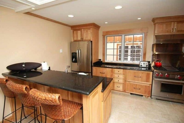 [Image: Beautiful 3 Bedroom Deluxe Home, Only 2 Blocks from Downtown Aspen. Alpblick8]